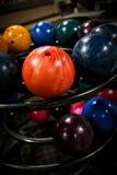 bowla för bollar som är färgrikt arkivfoto