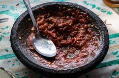 Bowla med selfmade sambal på en lokal warung Royaltyfri Bild