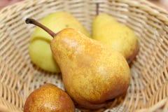 bowla pears Arkivbilder