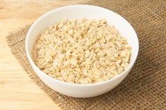 bowla white Havremjölhavregröt Ljus bakgrund sund mat arkivbild