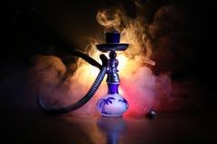 Bowlar varma kol för vattenpipa på shisha med svart bakgrund Stilfull orientalisk shisha Shisha begrepp Selektivt fokusera royaltyfri bild