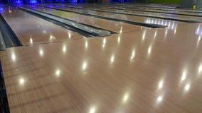 Bowling au centre de jeux images stock