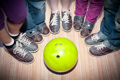 Bowling de los niños Foto de archivo libre de regalías