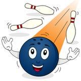 Bowlingkugel-Charakter mit Kegeln Stockbilder