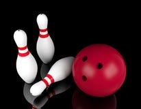 Bowlingkugel und Bowlingspielstifte vom schwarzen Hintergrund Stockfotos