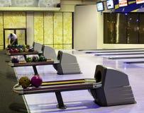 Bowlingkugeln in Folge Stockfotos