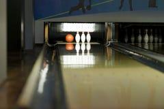 Bowlingkugeln und Stifte Stockbilder