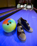 Bowlingspiel-Ausrüstungen Stockfotos