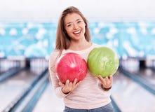 Bowlingspiel-Mädchen Lizenzfreie Stockfotos