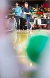 Bowlingspielfreunde Stockfotografie