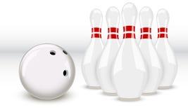 Bowlingspielkugel und -stifte Lizenzfreie Stockbilder