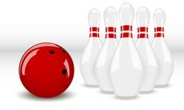 Bowlingspielkugel und -stifte Stockfotos