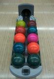 Bowlingspielkugeln Stockfotos
