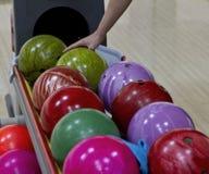 Bowlingspielkugeln Stockfotografie