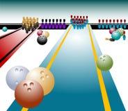 Bowlingspielkugeln und Skittles Stockfoto