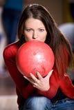 Bowlingspielmädchen Lizenzfreies Stockfoto