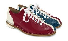Bowlingspielschuhe rot und blau Stockfotos