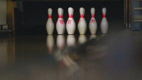 Bowlingspielstifte im Bowlingspielverein stock video
