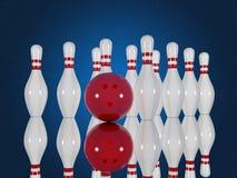 Bowlingspielstifte und -ball auf einem blauen Hintergrund Stockfoto