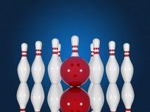 Bowlingspielstifte und -ball auf einem blauen Hintergrund Stockbild