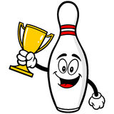 Bowlingstift med trofén Fotografering för Bildbyråer