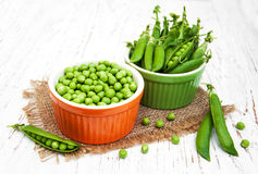 Bowls with fresh peas Stock Photography