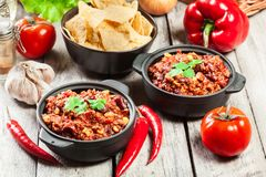 Bowls of hot chili con carne with ground beef, beans, tomatoes and corn Royalty Free Stock Photos