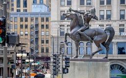 BOWMAN, brązowa rzeźba rodowity amerykanin na koniu, stoi w Kongresowym placu Chicago, MAJ - 5, 2011 - Zdjęcie Stock