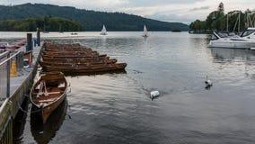 BOWNESS NA WINDERMERE, jezioro DISTRICT/ENGLAND - SIERPIEŃ 20: Rowin Zdjęcia Stock
