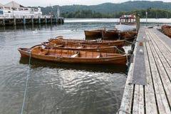 BOWNESS NA WINDERMERE, jezioro DISTRICT/ENGLAND - SIERPIEŃ 20: Rowin Zdjęcia Royalty Free
