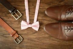 Bowtie пояса кожаных ботинок обмундирования людей Стоковое Изображение