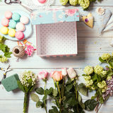 Box with flowers and macaroons Royalty Free Stock Photography