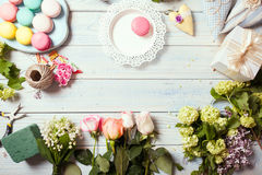 Box with flowers and macaroons Royalty Free Stock Photo