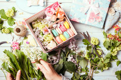 Box with flowers and macaroons Royalty Free Stock Images