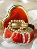 Box with gold and pearl jewelry Royalty Free Stock Photos