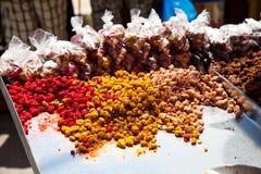 Box met gebakje in Djerba Stock Afbeeldingen