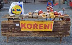 Box met spicery op de straatmarkt in Tsjechisch Brno, Stock Foto