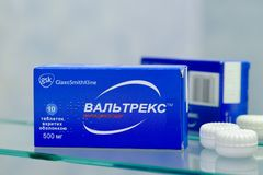 Box of Valtrex tablets of 500 mg Stock Images