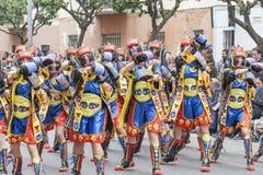 Boxare som dansar på karnevalet arkivbilder