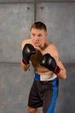 Boxare som framåtriktat huka sig ned med beslutsamhet Royaltyfria Foton
