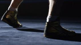 Boxare som gör övningsben Uttålighetutbildning för en boxare, ser du endast foten Royaltyfria Bilder