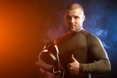 Boxare som poserar på svart Royaltyfri Fotografi