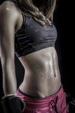 Boxare stark kvinnaidrottsman nen med boxninghandskar arkivbilder
