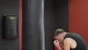 Boxaredrev i idrottshallen arkivfilmer