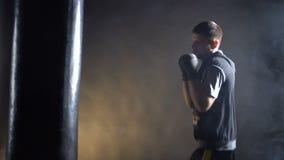 Boxareutbildning i idrottshallen arkivfilmer