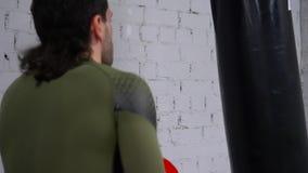 Boxas den genomkörareidrottsman nenSport Train Indoor idrottshallen lager videofilmer