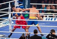 Boxas kamp i Palats av sportar i Kyiv, Ukraina Arkivfoto