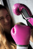 boxas lycklig leendekvinna Royaltyfri Bild