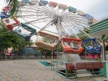 BoxCoaster w themepark z pięknym niebem Fotografia Royalty Free