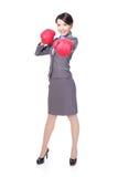Boxe de femme d'affaires, poinçonnant Photographie stock libre de droits